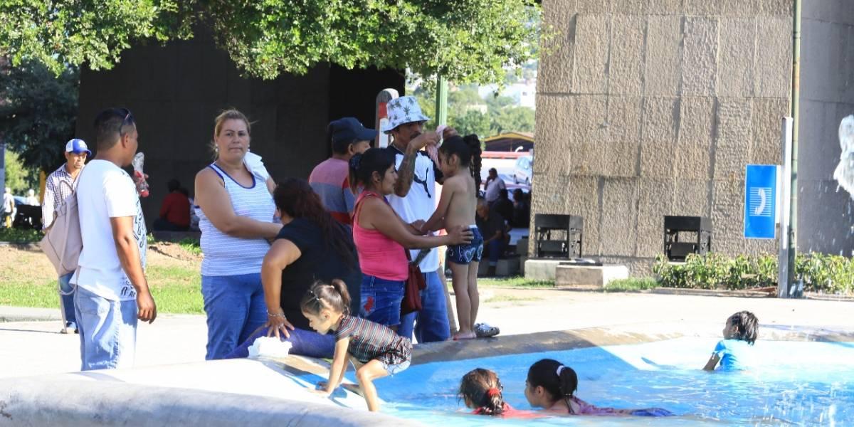 "Nuevo León vive fin de semana ""infernal"" por altas temperaturas"