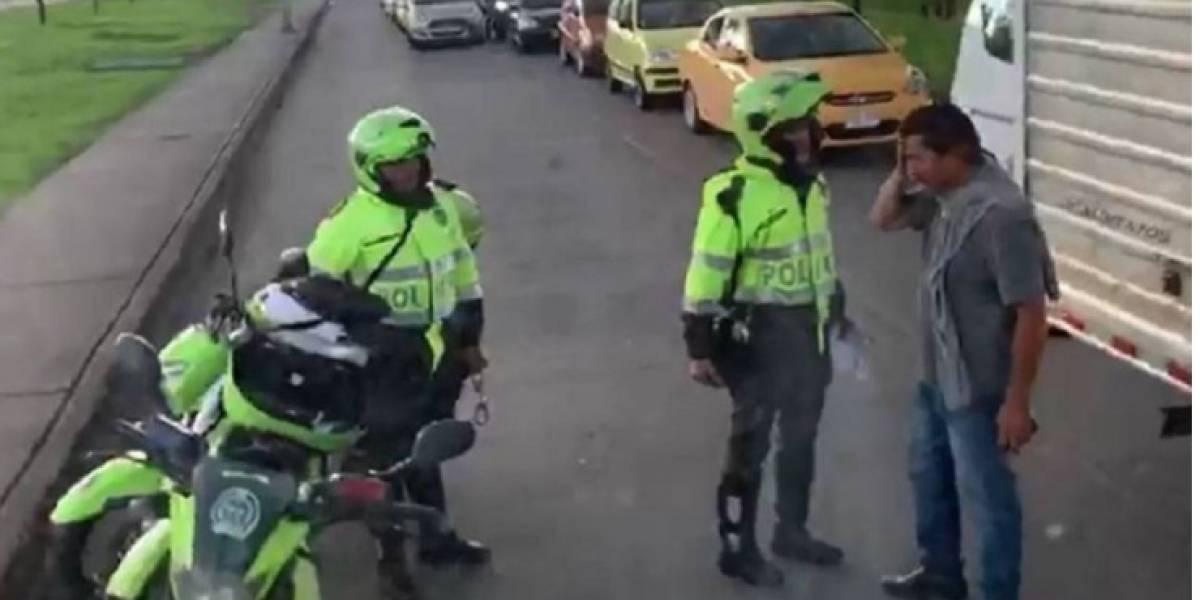 VIDEO: policías arremeten contra conductor y pasajero en el norte de Bogotá