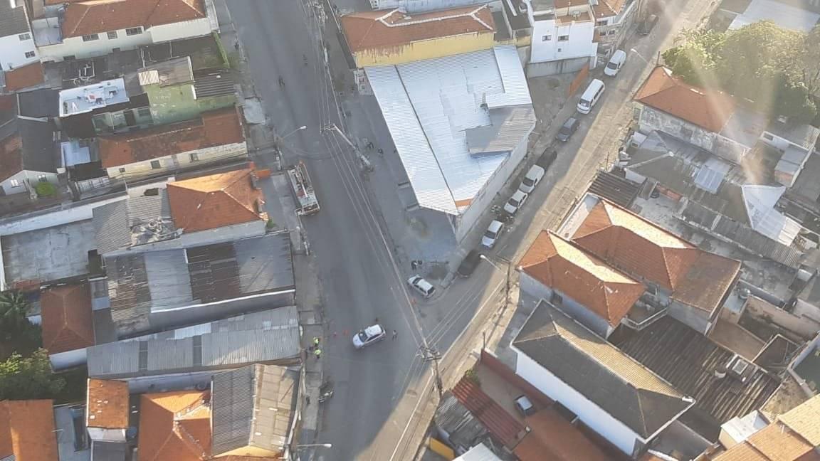 acidente poste avenida Ataliba Leonel