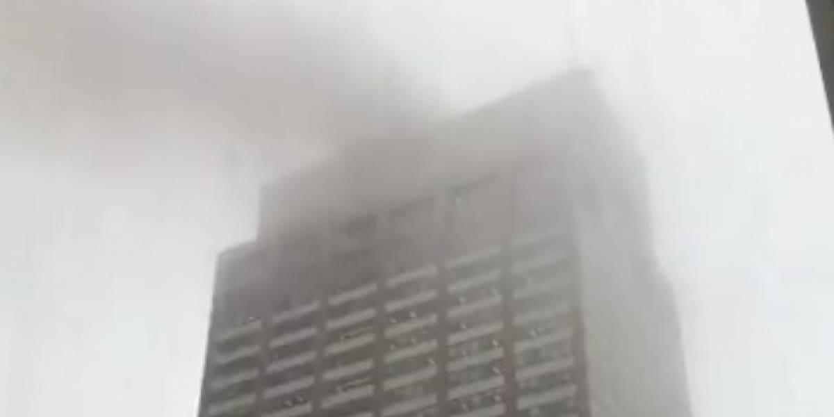 Helicóptero se estrella contra edificio en Manhattan: al menos una víctima fatal tras la colisión