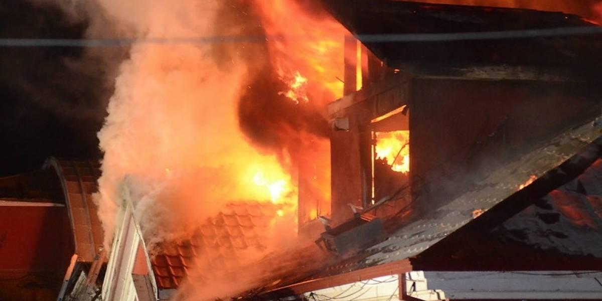 Histórico edificio consumido por las llamas: Alcalde de Maule conmovido hasta las lágrimas por incendio