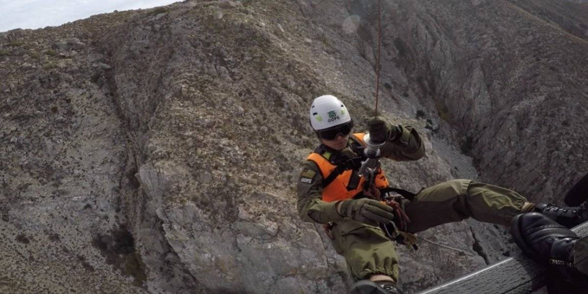 Carabineros logra exitosa evacuación aeromédica de excursionista lesionada en Cerro Chicauma