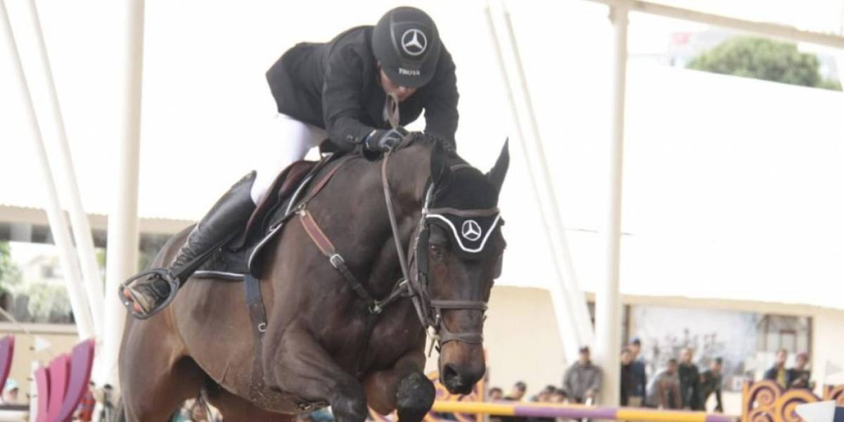 Santiago Medina ganó el torneo ecuestre Mercedes Benz Equestrian Trohpy
