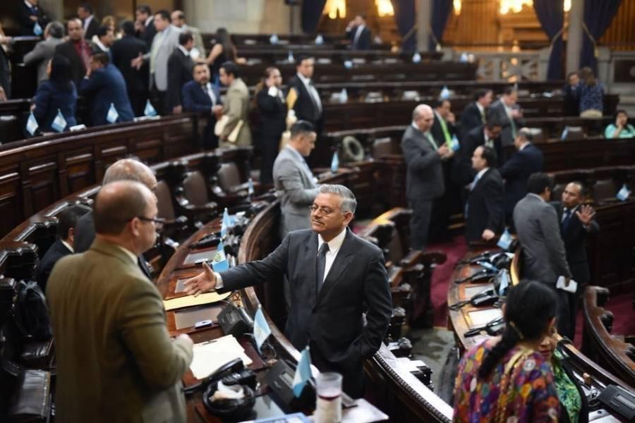 Los diputados presentan excusas hasta un mes después de haberse ausentado.