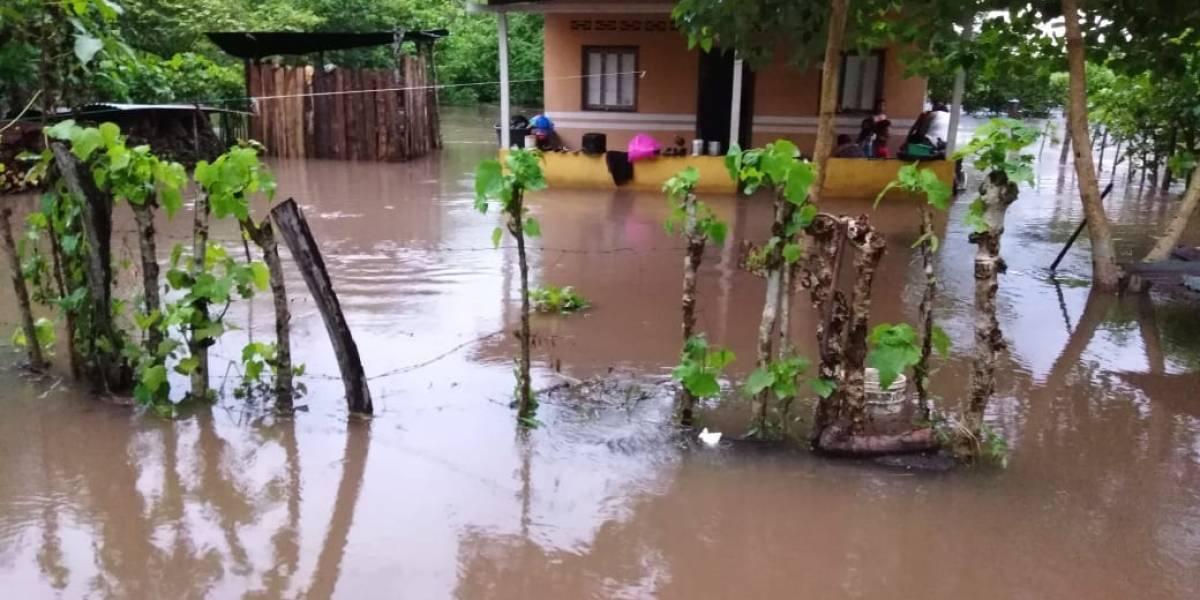 Inundaciones y deslizamientos dejan más de 30 mil afectados