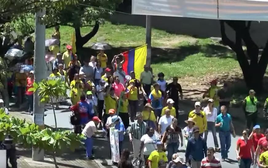 La amenaza de un uribista en plena marcha contra las cortes colombianas