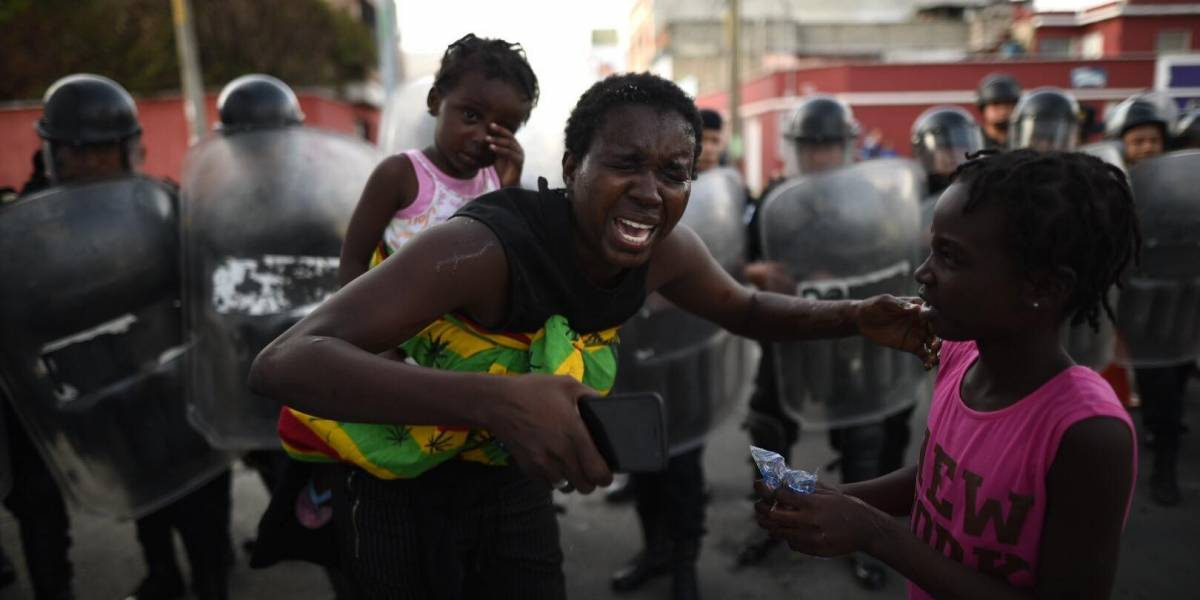 EN IMÁGENES. Migrantes se niegan a ser regresados a Honduras