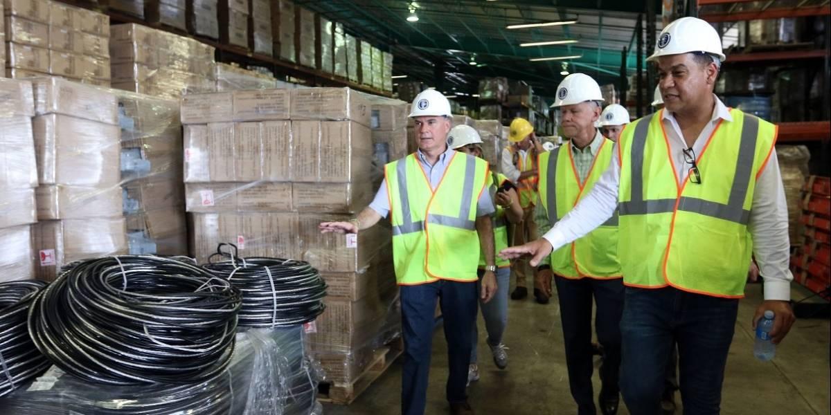 Inspeccionan almacén de la AEE para constatar disponibilidad de materiales