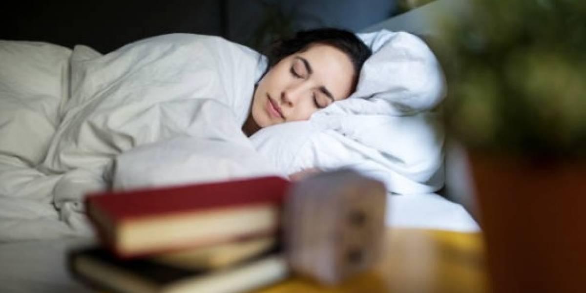 Dormir con el TV prendido podría causar obesidad