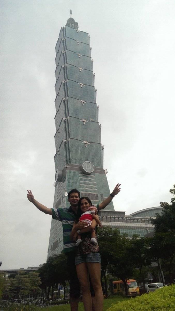 Pilar Gabela, su esposo y su hija