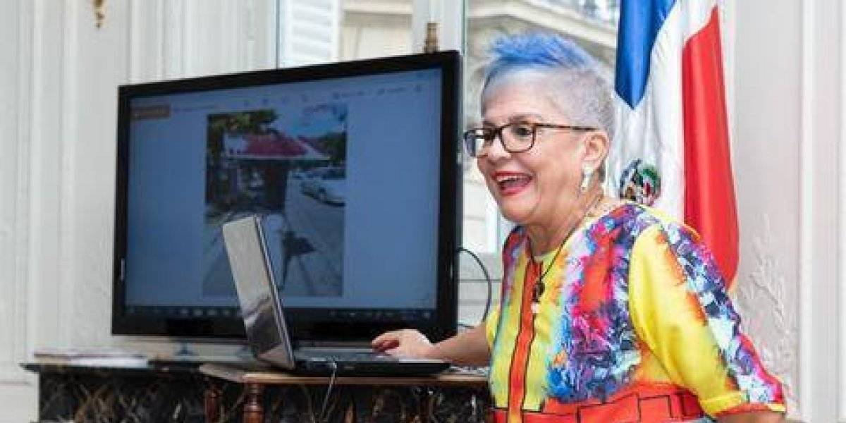"""Xiomarita Pérez imparte conferencias de """"Folklore e identidad Dominicana"""" en Francia"""