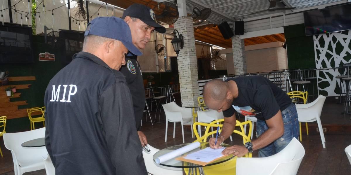 """Interior y Policía cierra el """"Dial Bar and Lounge"""" donde resultó herido Davido Ortiz"""