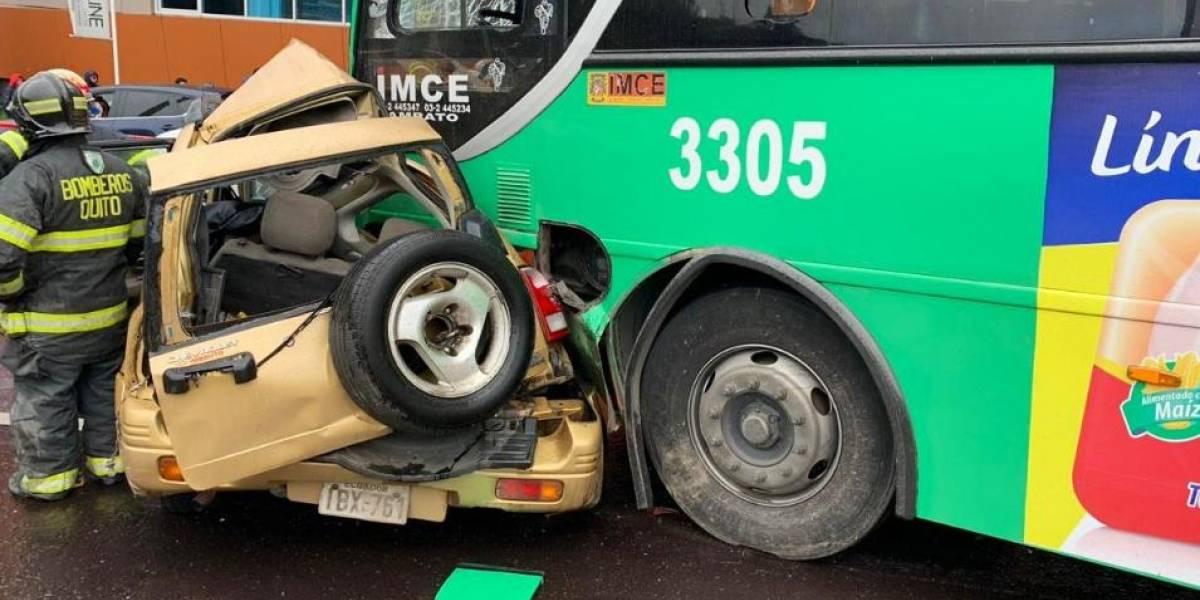 Dos personas fallecieron en accidente de tránsito en la vía Interoceánica, Tumbaco
