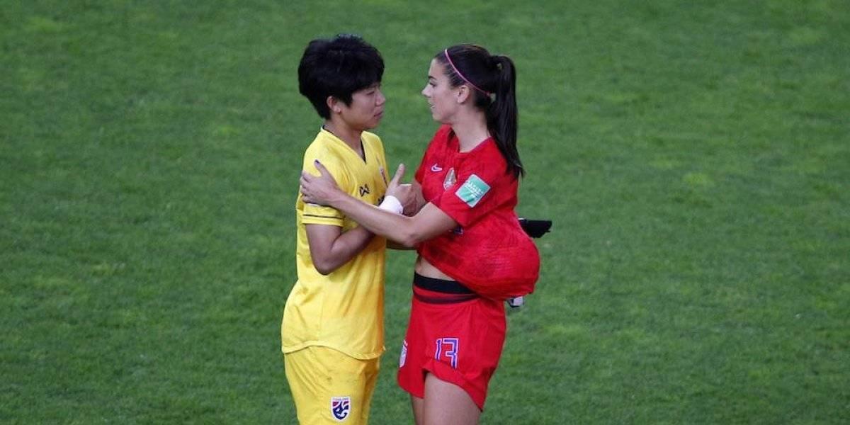 Alex Morgan consuela a seleccionadas de Tailandia tras humillante goleada