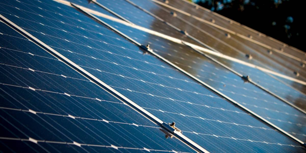 Científicos descubren el principal defecto que reduce gravemente el desempeño de los paneles de energía solar