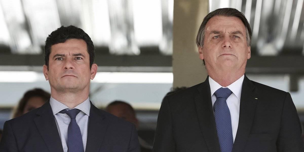 Moro al lado de Bolsonaro tras escándalo: ministro que encerró a Lula se reúne con el presidente y lo acompaña a acto militar