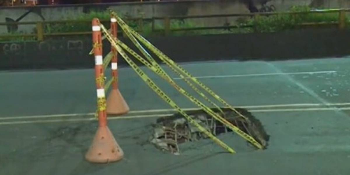 ¡Cuidado! Aparece peligroso hueco en puente vehicular de Bogotá