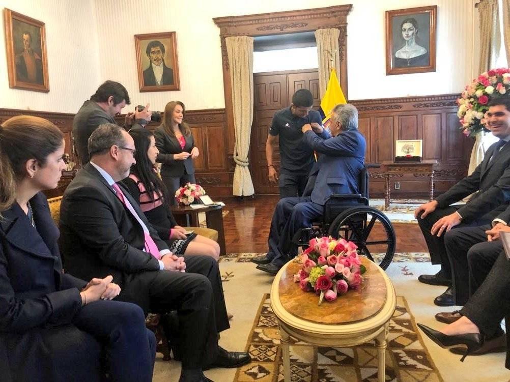 Carapaz recibe la Condecoración a la Orden Nacional al Mérito en el Grado de Oficial Twitter Ministerio del Deporte