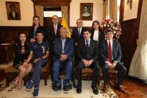 Condecoración a la Orden Nacional al Mérito en el Grado de Oficial