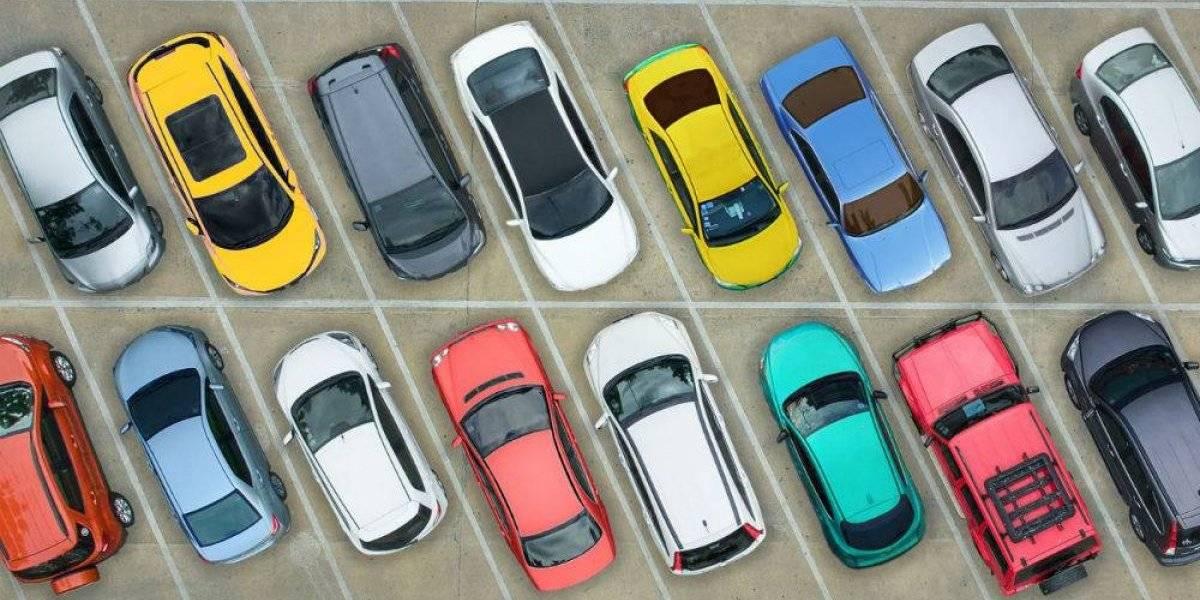 Encuesta revela que mexicanos prefieren coches rojos