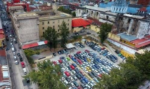 Convento de San Francisco: estacionamiento palacio de la PNC