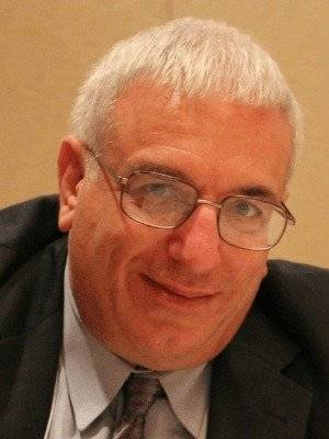 Francis DeBernardo director ejecutivo en el ministerio de nuevas formas.