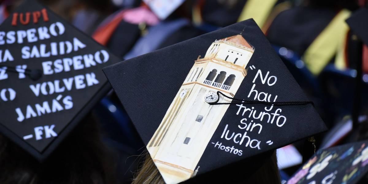Los divertidos birretes de la graduación de UPR Río Piedras