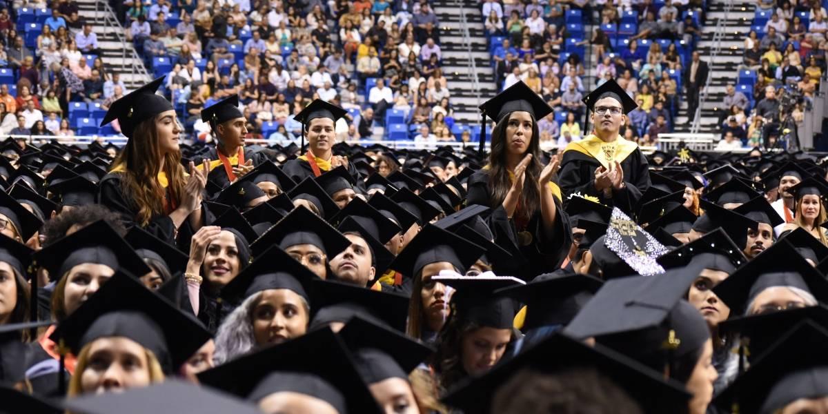Tapón descomunal por graduaciones en el Centro de Convenciones