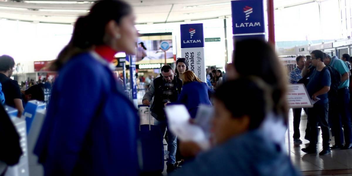 Por impuntuales y otros incumplimientos: abren proceso sancionatorio contra Latam y otras aerolíneas en Perú