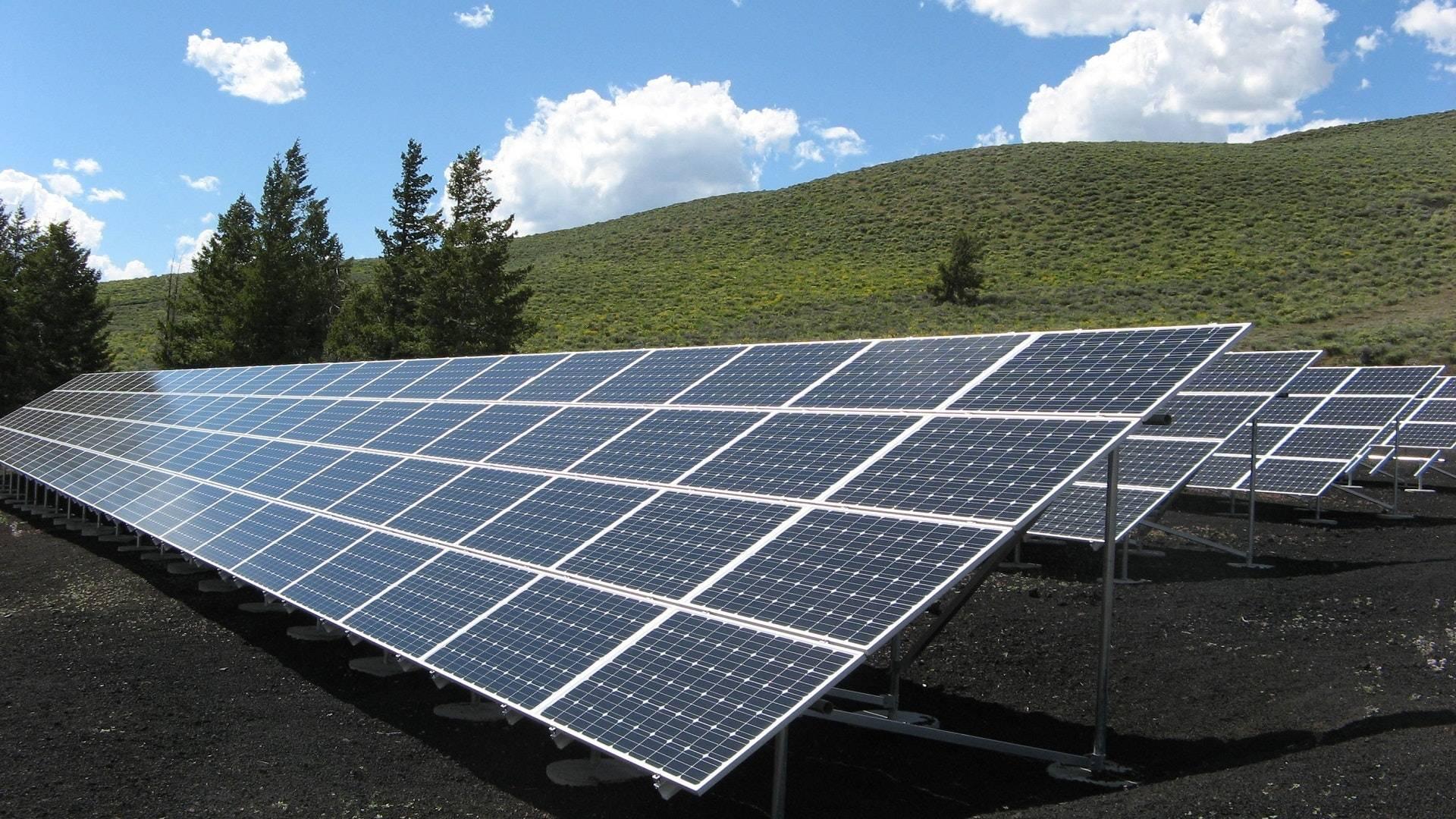 Energía sustentable: Conoce cómo funcionan los paneles fotovoltáicos instalados por alcalde de Recoleta