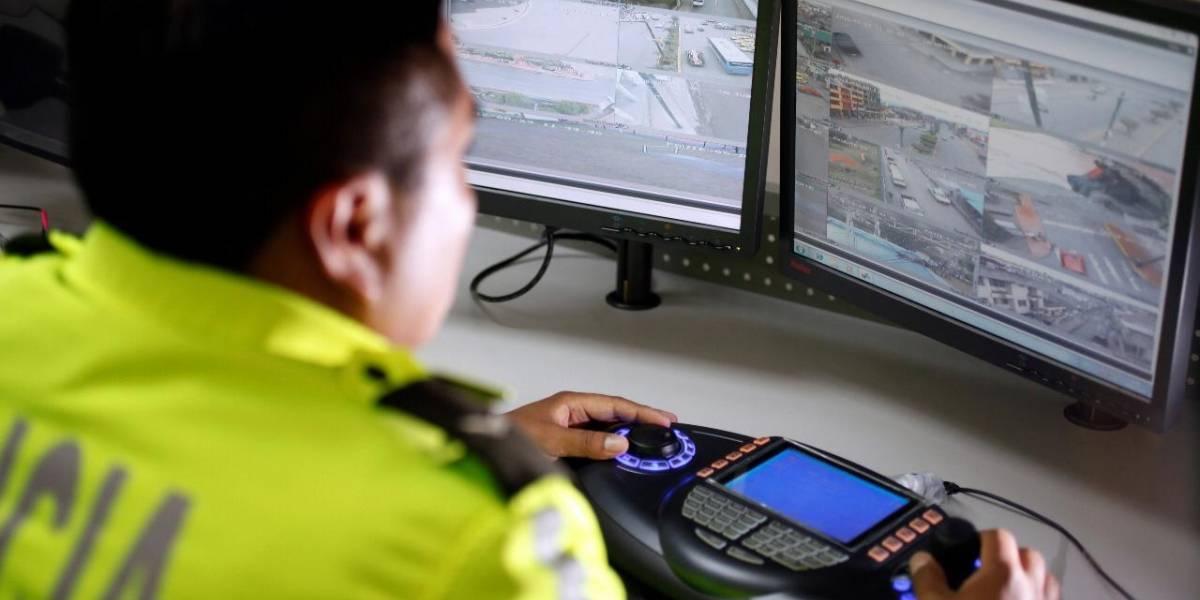 Dos hombres fueron detenidos por realizar arranches a vehículos en el Centro de Quito