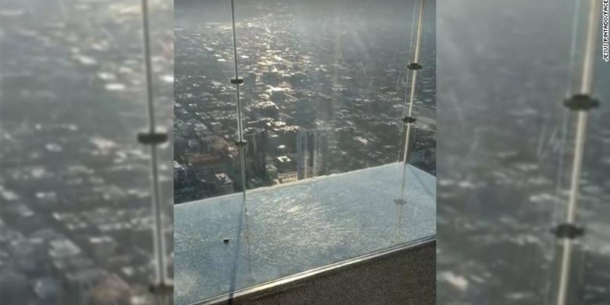Entran en pánico visitantes del Sky Deck de la Torre Willis de Chicago
