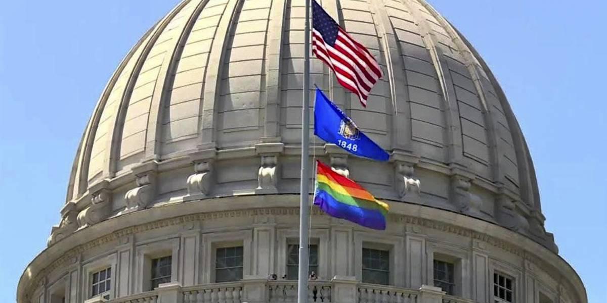 ¿Homofobia? Gobierno de Trump prohibe izar bandera LGTBI en sus embajadas