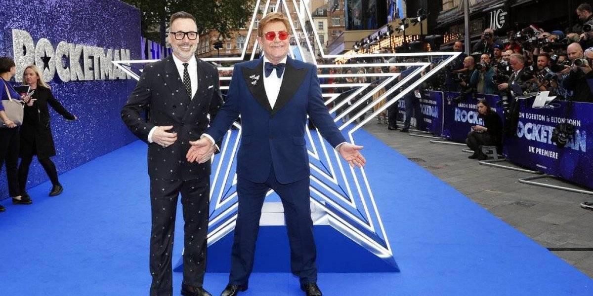Samoa prohíbe cinta de Elton John por homosexualidad