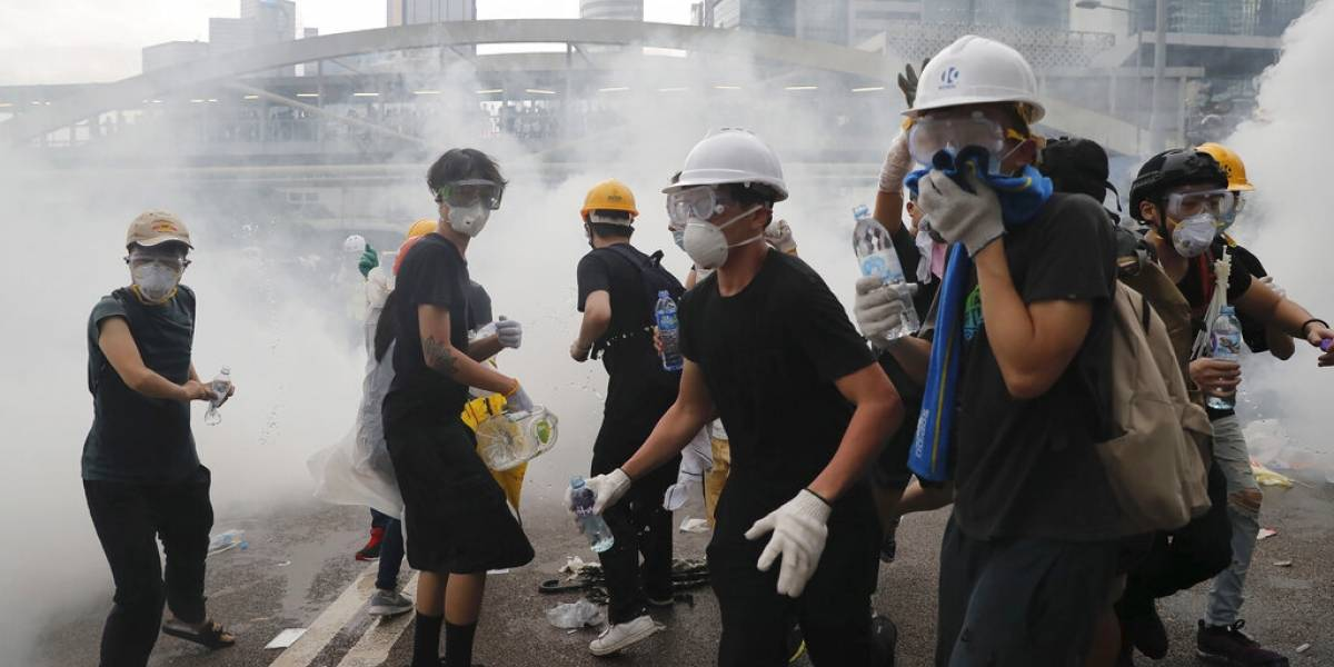 Policía disuelve protesta masiva contra ley de extradición en Hong Kong