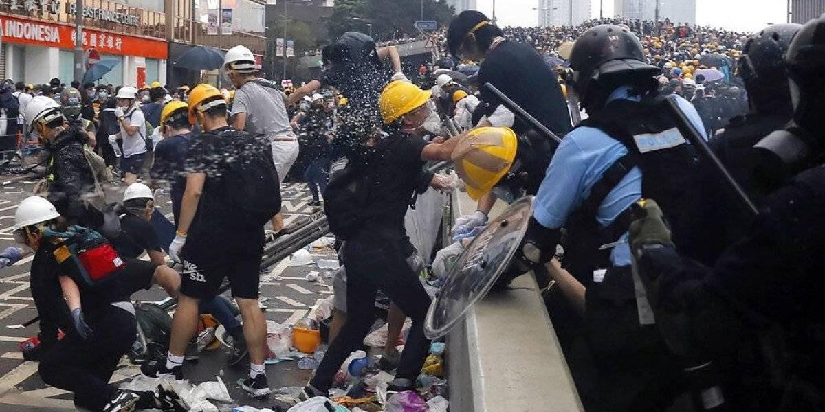 Violentas protestas en Hong Kong: miles de personas se enfrentan a la policía tras polémica ley de extradición