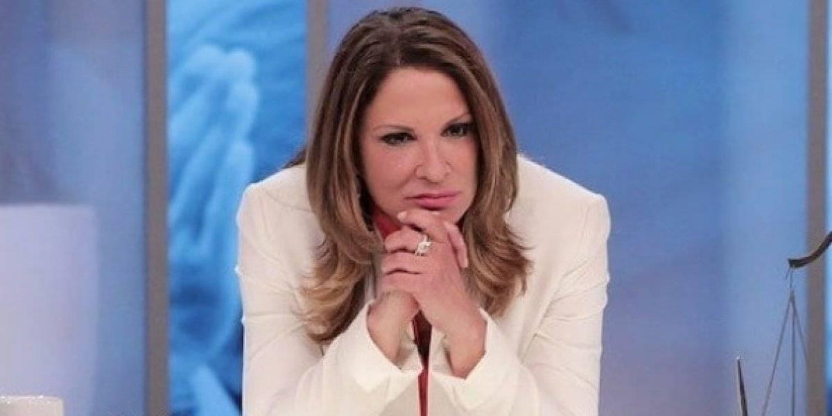 """La Dra. Ana María Polo recibe regalo erótico y lo presume en """"Caso Cerrado"""""""