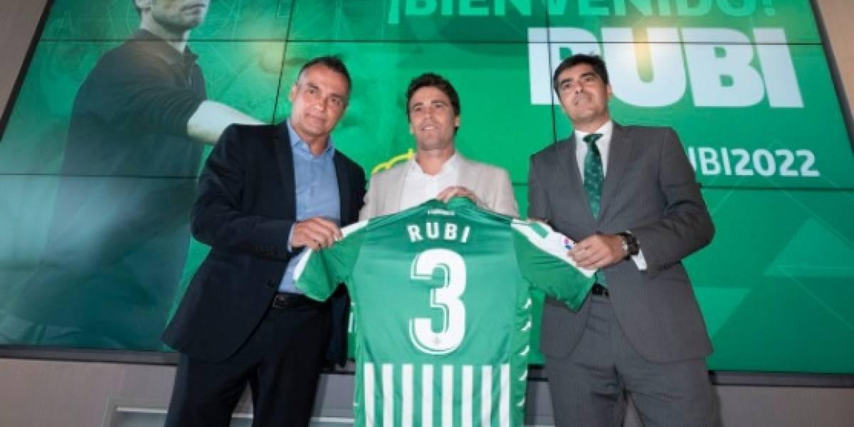 Nuevo DT de Betis da grandes esperanzas a Diego Lainez