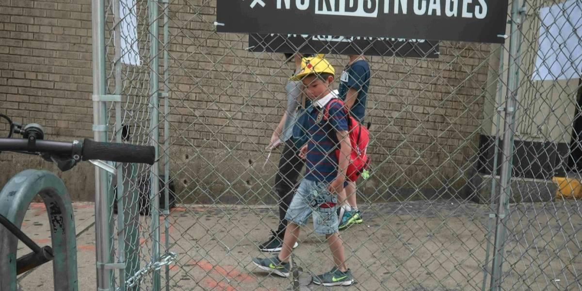 Protestan con jaulas en NY por detención de niños migrantes