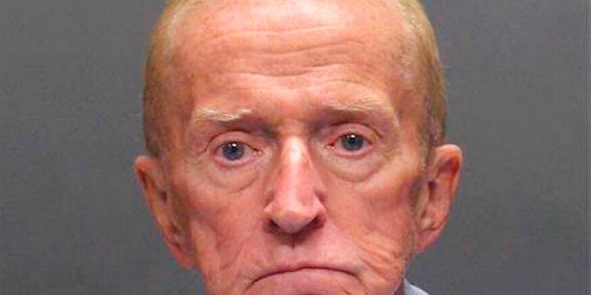 Anciano se queja de que su pensión no le da para vivir y roba un banco para volver a prisión