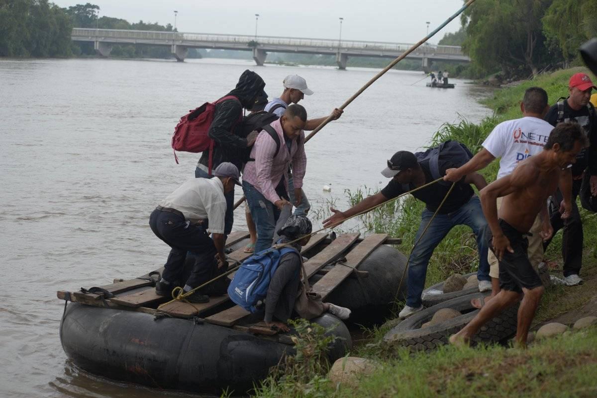 Migrantes centroamericanos, cubanos y un grupo siete personas provenientes de la India arribaron el 11 de junio a territorio mexicano cruzando el río en balsas desde de Guatemala. Foto: Cuartoscuro