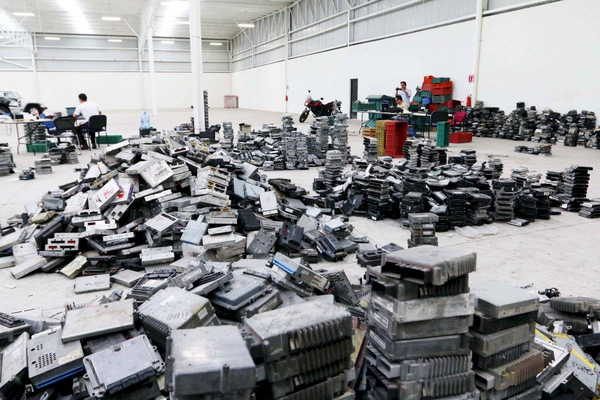 Comienzan a regresar computadoras de auto robadas en Guadalajara