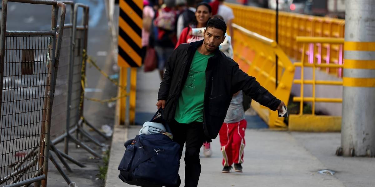 Aumenta el flujo de venezolanos en puente de Rumichaca ante pedido de visado en Perú