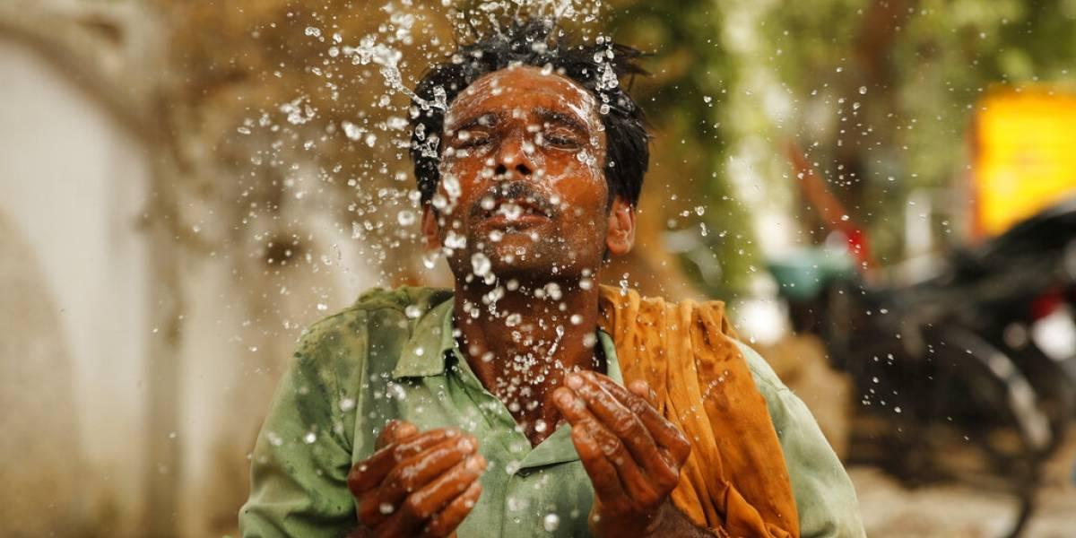 Ola de calor y ciclón azotan a la India