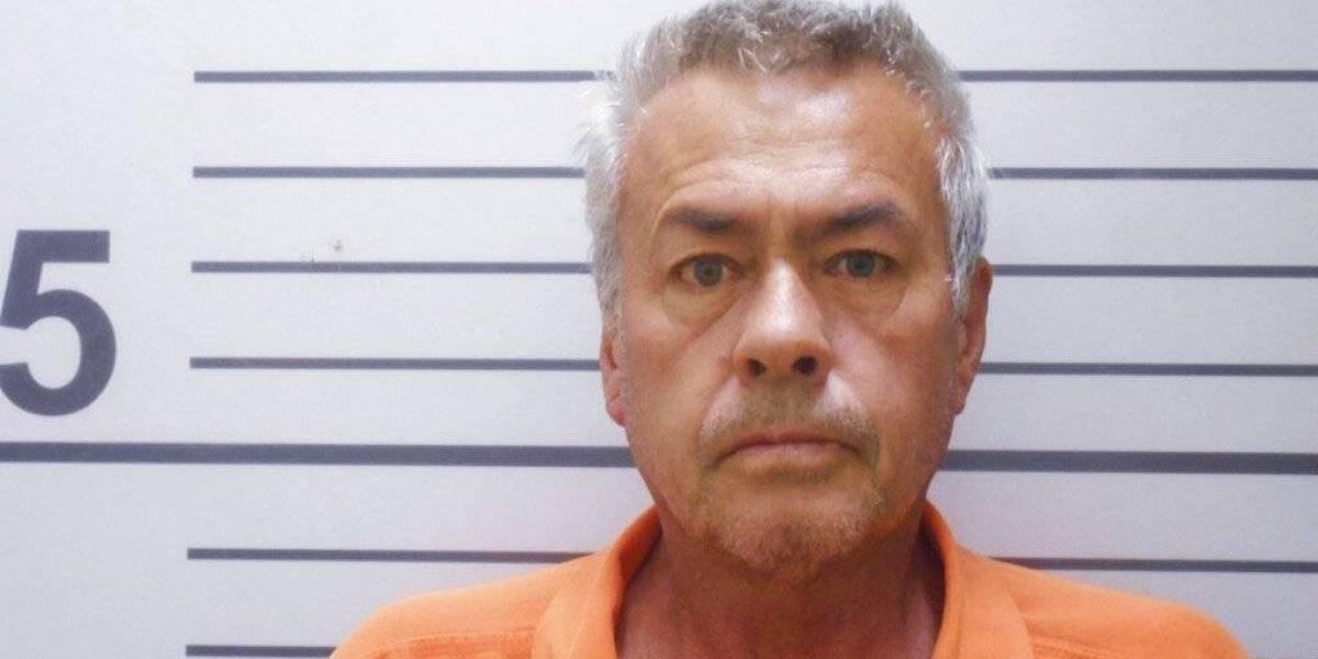 Hombre secuestró a hijastra durante 19 años