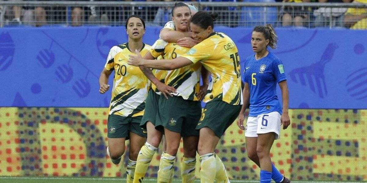 Australia derrota a Brasil 3-2 con ayuda de un autogol