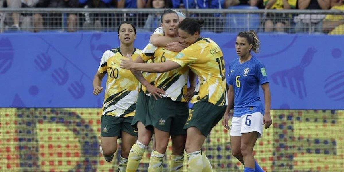 Australia remonta a Brasil en el Mundial con un autogol