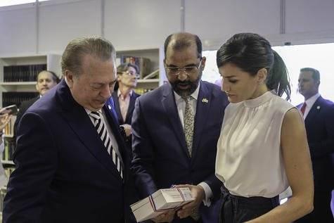 Eduardo Selman Olivo Huertas y la Reina Letizia