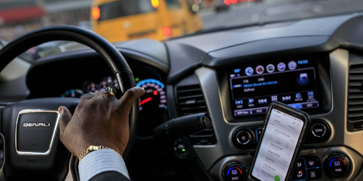 Nueva York mantendrá límite a Uber y Lyft; apoyará a taxistas