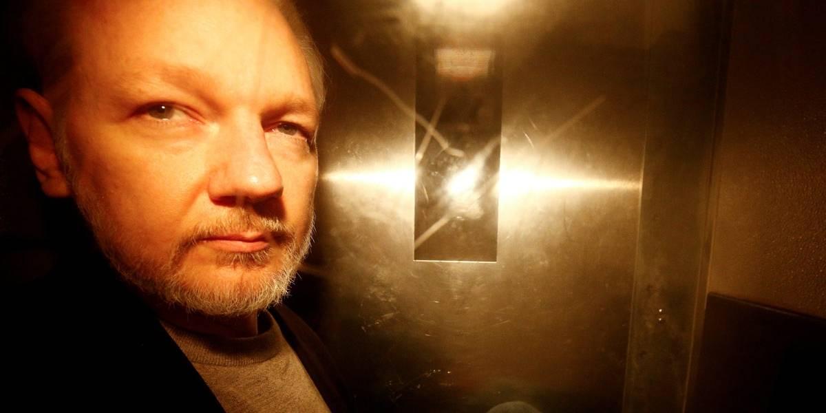 Governo britânico aceita extraditar Julian Assange para os EUA
